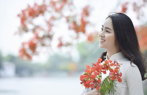 7239 1494911290062 1019 - Bài thơ Viếng lăng Bác có giọng điệu trang trọng ,tha thiết , nhiều hình ảnh ẩn dụ đẹp và gợi cảm. Ngôn ngữ bình dị mà cô đúc