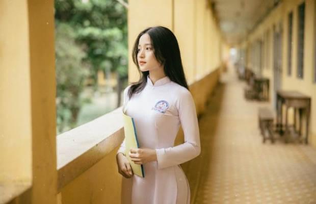 nu sinh dien aoinh 4 - Cảm Nhận Về Nhân Vật Phùng trong Chiếc Thuyền Ngoài Xa của Nguyễn Minh Châu